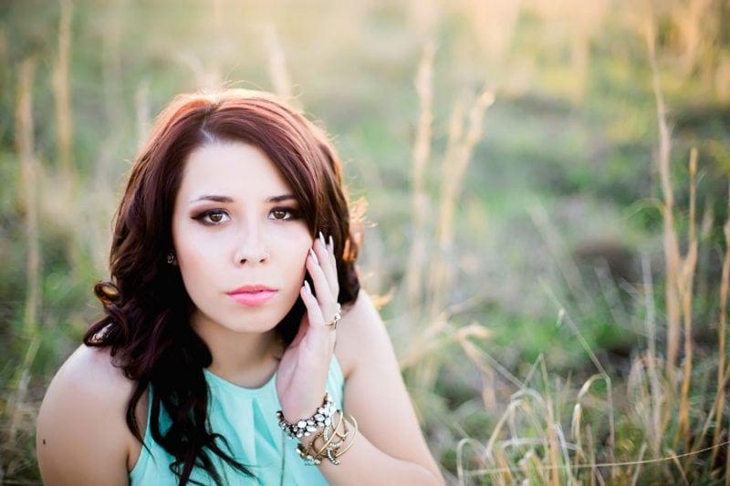 summer-senior-portraits-field-layered-jewelry